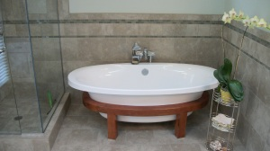 Contemporary free standing tub from Schon