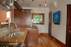 Recent complete kitchen remodel in Bellingham, showing 2 compartment kitchen sink and single handle faucet